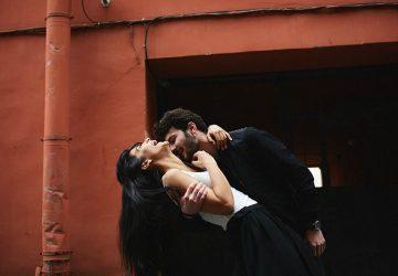 9 signos de que un hombre se siente poderosamente atraído por ti