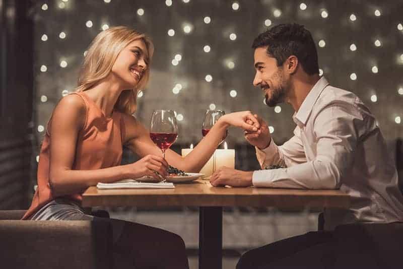 Hasta que estas 8 cosas sucedan, no lo llames tu novio.